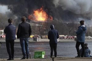 Nga: Cháy tòa nhà lịch sử tại Saint Petersburg