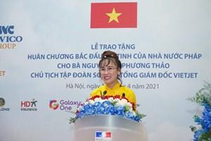 Bà Nguyễn Thị Phương Thảo nhận Huân chương Bắc đẩu bội tinh của Pháp