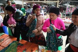 Lưu luyến chợ phiên