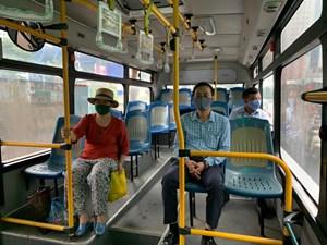 Khách đi xe buýt giảm kỷ lục