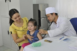 Tiêm đủ vaccine để phòng bệnh nguy hiểm mùa hè