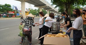 [VIDEO] Ấm lòng với bữa sáng miễn phí cho người lao động nghèo mùa Covid-19