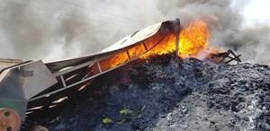 Giữa trưa, lửa bùng cháy dữ dội tại KCN Tây Bắc Ga