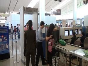 Hành khách đi máy bay 'giấu' heroin trong cạp quần