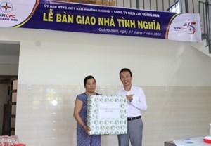 Điện lực Quảng Nam bàn giao hai nhà tình nghĩa cho hộ nghèo
