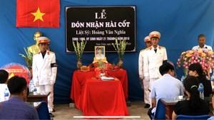 Nam Định: Mẹ già bật khóc đón con liệt sĩ 'trở về' từ Trường Sa