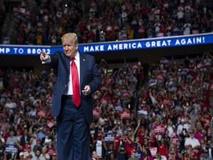 Bầu cử Tổng thống Mỹ: Ông Trump đương đầu với 'tổ hợp thách thức'