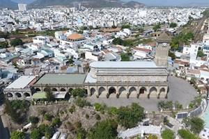 Nhà thờ Chánh tòa Nha Trang tạm ngưng các thánh lễ và đón khách du lịch