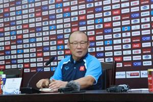 Nhận thắc mắc về thu nhập, HLV Park Hang Seo hỏi ngược 'Phóng viên có bị giảm lương không?'