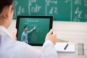 Pháp lý hóa giáo dục trực tuyến