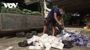 Phát hiện xe 'luồng xanh' vận chuyển 2.000 gói thuốc lá nhập lậu