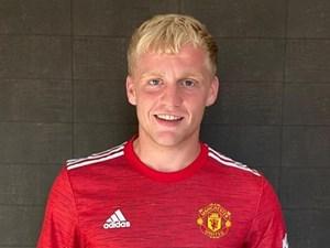 Donny van de Beek chính thức gia nhập Manchester United
