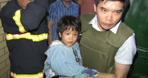 Giải cứu bé gái 6 tuổi bị bố nghiện ma túy bạo hành