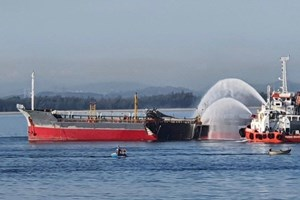 Nổ tàu chở dầu trên biển Dung Quất, 1 thuyền viên mất tích