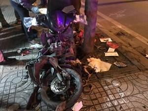 Điều khiển xe máy lao vào gốc cây, nam thanh niên tử vong