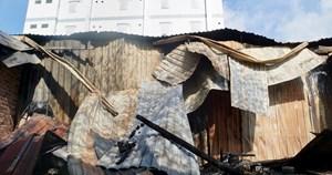 [VIDEO] Vụ cháy lớn khiến 10 phòng trọ và nhà dân bị thiêu rụi