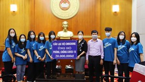 BẢN TIN MẶT TRẬN: Học sinh lớp 11 Chuyên Ngoại ngữ ủng hộ phòng, chống dịch