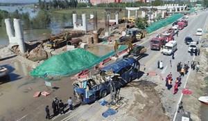 Trung Quốc: Xe buýt lao xuống sông do mưa lũ, 13 người chết