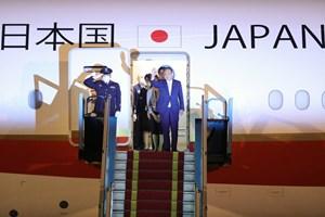 [ẢNH] Đón Thủ tướng Nhật Bản và Phu nhân tại sân bay quốc tế Nội Bài