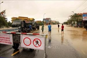 Quảng Bình, Hà Tĩnh: Khuyến cáo người dân không đi qua tuyến đường ngập sâu