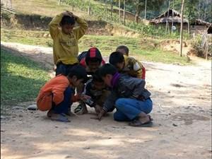 Khuyến khích trẻ em Đan Lai vươn lên