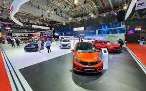 Gần 1,9 tỷ USD để mua ô tô 'ngoại'