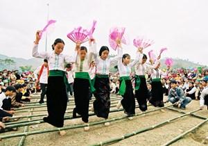 Ấn tượng nghệ thuật xòe Thái Tây Bắc
