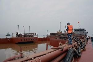 Tạm giữ tàu biển chứa 1000 m3 cát không có giấy tờ hợp lệ