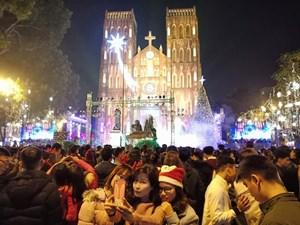Bắc Bộ và Trung Bộ đón Giáng sinh trong mưa rét