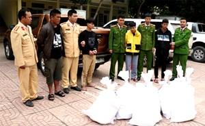 Cảnh sát nổ súng, trấn áp xe chở 8 bao tải ma tuý trị giá hàng trăm tỷ đồng