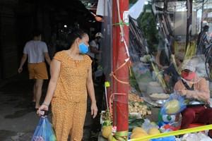 [ẢNH] Chợ dân sinh 'mặc áo bảo hộ' phòng dịch Covid-19