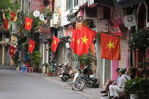 Trang hoàng đường phố chào mừng Quốc khánh 2-9