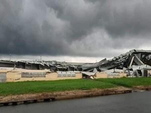 Tiền Giang: Lốc xoáy kinh hoàng cuốn bay nhà xưởng