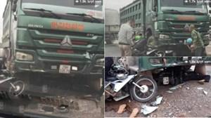 Xe tải vượt ẩu cuốn xe máy vào gầm, 2 người nguy kịch
