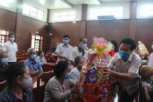 Trưởng ban Tuyên giáo Trung ương Võ Văn Thưởng thăm, tặng quà gia đình chính sách tại Đồng Nai