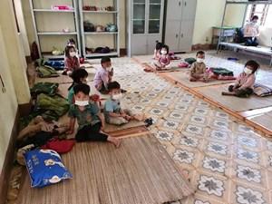 Hỗ trợ các em nhỏ gặp khó khăn khi cách ly y tế ở tâm dịch Điện Biên
