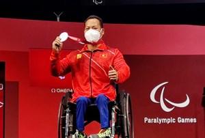 Lực sĩ Lê Văn Công giúp thể thao Việt Nam giành HCB Paralympic Tokyo 2021