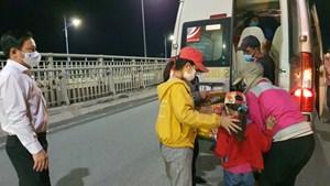 Đồng Nai: Gia đình 5 người lội bộ từ huyện Thống Nhất về tỉnh Tây Ninh
