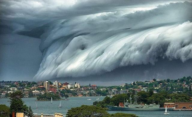 Những đám mây này trông giống như một cơn sóng thần thực sự.