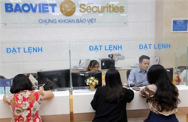 Khách hàng giao dịch tại Hội sở BVSC. (Ảnh: Trần Việt/TTXVN).