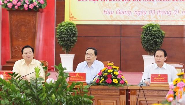 Chủ tịch Trần Thanh Mẫn cùng các đại biểu dự buổi làm việc.