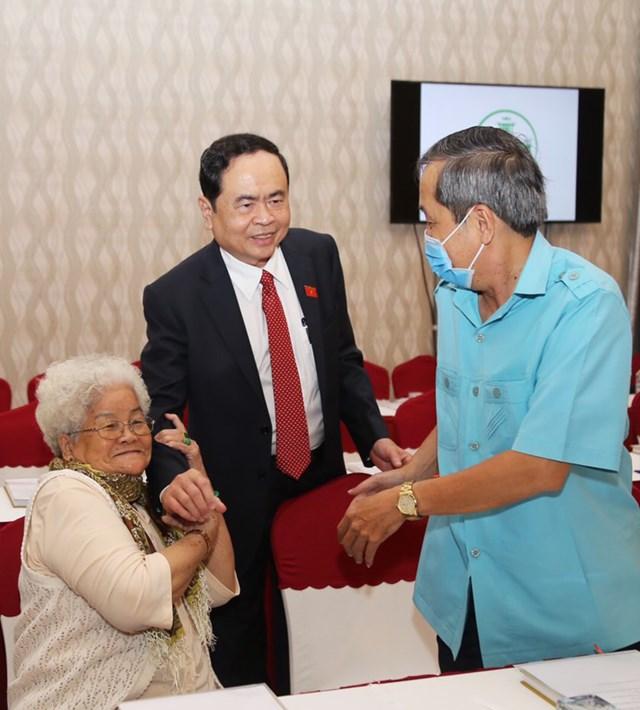 Chủ tịch Trần Thanh Mẫn và đại biểu tại buổi họp mặt.