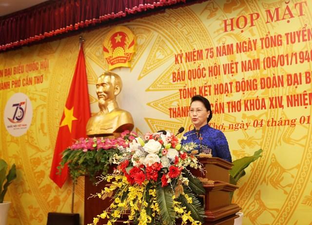 Chủ tịch Quốc hội Nguyễn Thị Kim Ngân phát biểu tại buổi họp mặt.