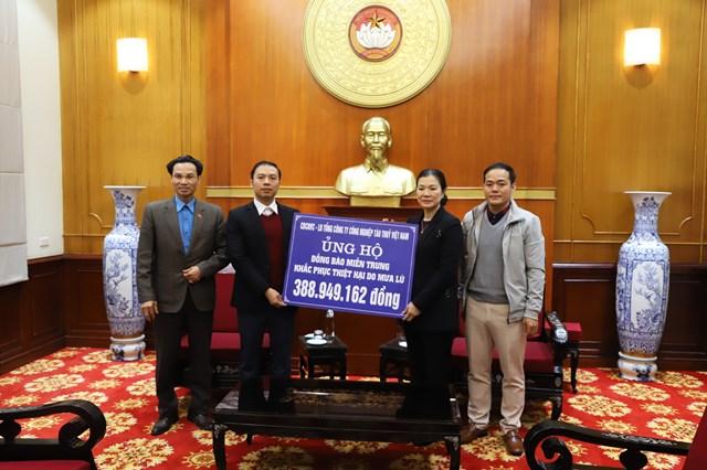 Phó Chủ tịch Trương Thị Ngọc Ánh tiếp nhận ủng hộ từ Tổng Công ty Công nghiệp Tàu thủy Việt Nam.