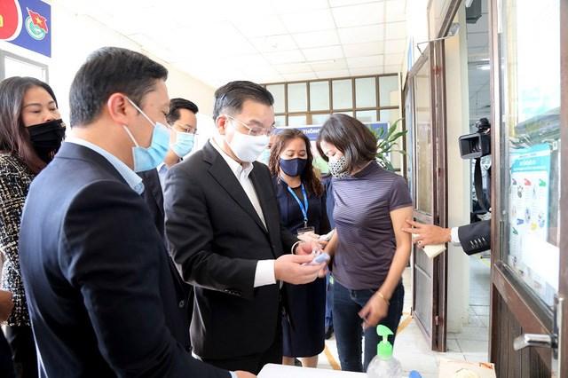 Chủ tịch UBND thành phố Hà Nội Chu Ngọc Anh kiểm tra công tác phòng, chống dịch Covid-19 tại Tổng Công ty May 10.