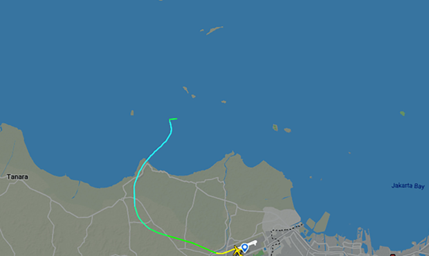 Hình ảnh cho thấy hành trình và vị trí chiếc máy bay liên lạc lần cuối tại khu vực ngoài biển. (Nguồn Bloomberg).