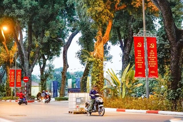Đường phố Thủ đô khang trang, rực rỡ hơn trong những ngày đặc biệt sắp tới. (Ảnh: Minh Hiếu/Vietnam+).