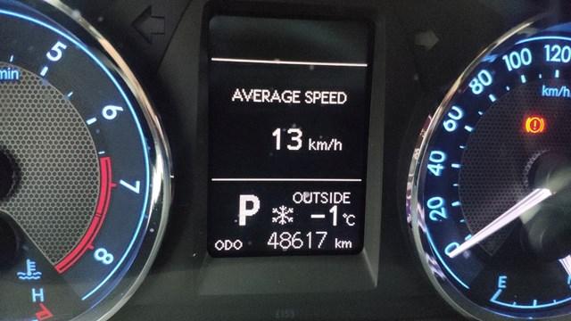 Nhiệt độ ghi nhận trên phương tiện ô tô lưu thông qua thị xã Sa Pa sáng 11/1 là âm 1 độ C.