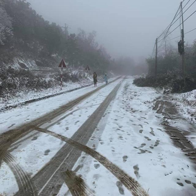 Tuyết rơi khá dày tại Y Tý, Bát Xát.