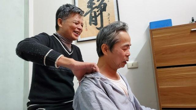 Người đàn ông khuyết tật 58 tuổi này luôn nở trên môi nụ cười.